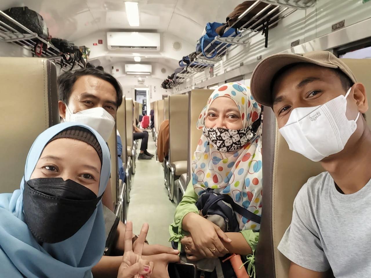 Perjalanan Surabaya Jember menggunakan kereta api Sri Tanjung